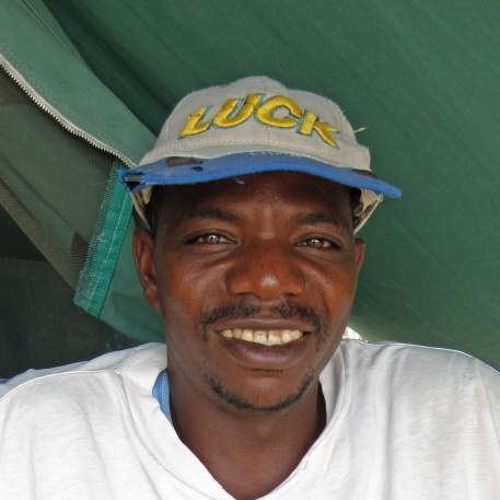 portrait of Peter Asumani